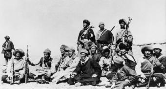 dalai-lama-with-guerrillas-340x182