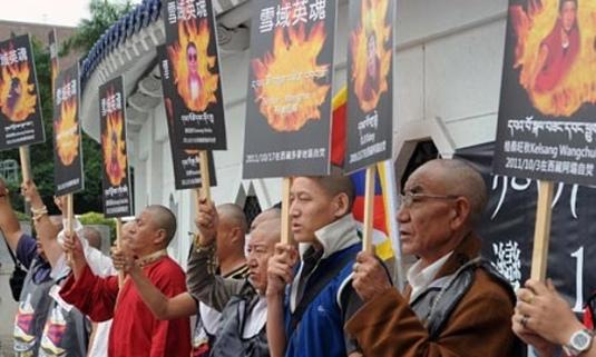 Tibetans-display-portrait-007