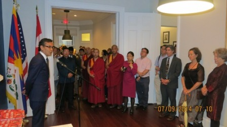 Representative-Kaydor-Aukatsang-welcoming-the-guest-and-expaling-the-reason-for-Office-of-Tibet-moving-to-DC